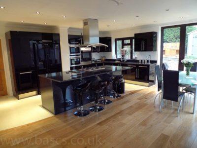 kitchen glossy black & wood